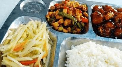 中美韩三国学生的午餐对比,中国学生:在韩国肯定吃不饱