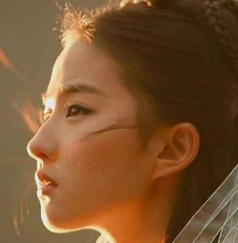 突闻刘亦菲入选好莱坞新星,原来神仙姐姐最近干这些去了