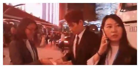 """有一种""""可爱""""叫朱一龙,偷偷给粉丝签名"""