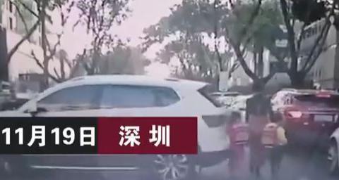 女司机幼儿园门口掉头倒车时突然增速 撞倒双胞胎母女三人