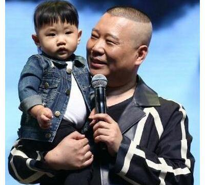 郭德纲4岁小儿子泰富泰,双层下巴肚子圆,天生就有一张巧嘴