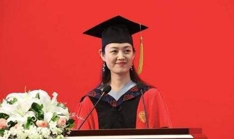 她放弃清华,选择南京大学,29岁成为北大美女博导,和颜宁齐名