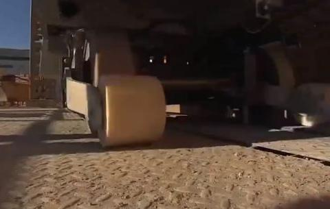 这就是老外发明的自动砌砖机器人,两天一栋房!恕我直言太震撼了