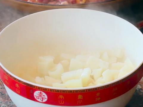 大厨教你姜爆鸡的经典做法,吃一口鸡肉麻辣干香一点不柴,收藏了