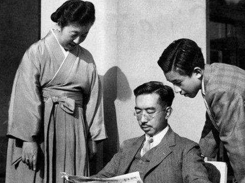 日本投降后,美国将领问天皇:你的下属切腹,你怎么不切腹?