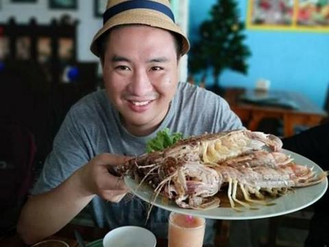 """去青岛吃皮皮虾,一只有""""手臂粗"""",点了10只,结账时:没算错"""
