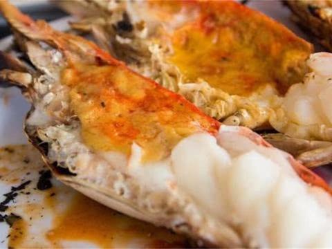 """湄公河大虾入侵,游客纷纷来钓""""巨无霸虾"""",每只最少1斤重!"""