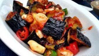 美食推荐:特色茄丁,排骨炖土豆,甜辣酱可乐猪扒,凉拌豆腐丝