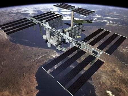 不明生物入侵人类空间站,正在超速繁殖,宇航员生命受到威胁