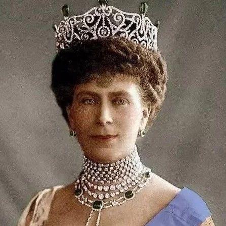 珠宝库存能PK掉英国女王,这位老太太厉害了!