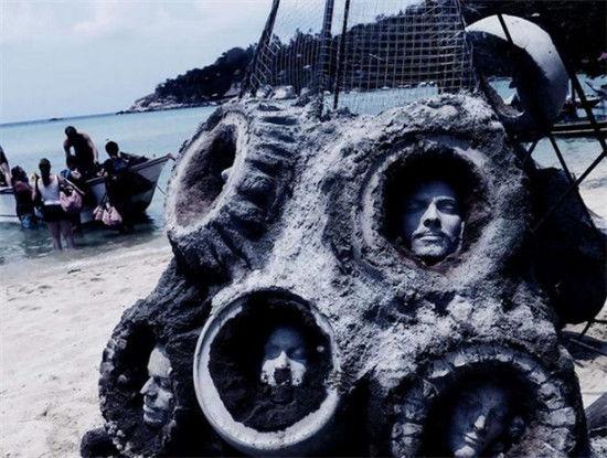 泰国的海底,发现了一物体,面部特别像人,不少潜水者感到惊恐