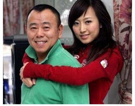62岁潘长江亲弟弟曝光,2人长相差距大,弟弟也在娱乐圈之中