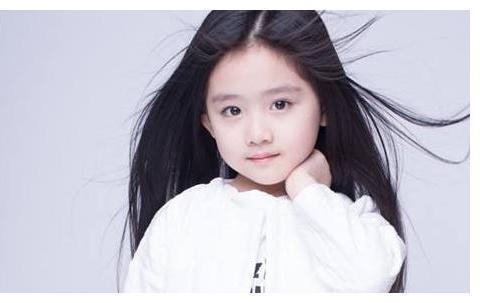 她被称为赵丽颖的接班人,清纯可爱,整个娱乐圈都在等她长大