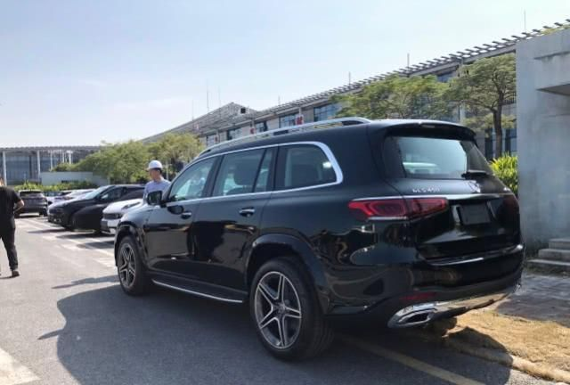全新奔驰GLS实车来了,基于新平台打造,网友:年轻人的座驾!