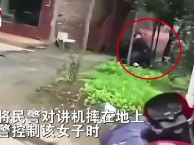 视频丨巴中两人因经济纠纷拦车并袭警 警方:采取强制措施