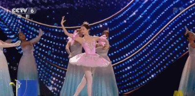 关晓彤太想全面发展,又与专业舞蹈演员比舞,自曝其短再被群嘲