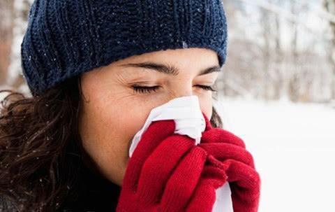 冬天感冒,如何区分风寒感冒还是风热感冒?用4个办法很快辨别