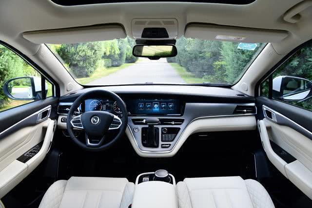 三线品牌造出一辆好MPV,车长4米8,全景天窗+魔术座椅,仅卖8万