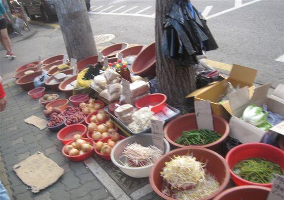 一位留学生拍下的真实韩国,并不像韩剧里,个别地方贴有中文标示