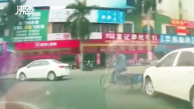 广东 三轮车夫瞬间翻滚在地