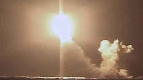 """展示水下核王牌,""""弗拉基米尔大公""""号核潜艇试射""""布拉瓦""""导弹"""