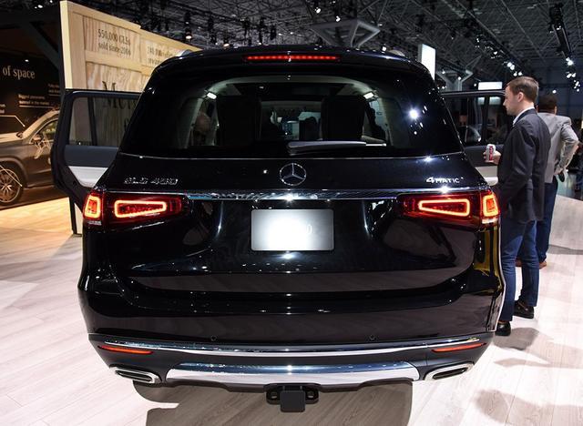 这奔驰终于换代,长度超5米2标配9气囊+全时四驱,让X7车主后悔了