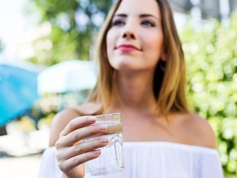 千滚水、隔夜水会致癌?提醒:相比这两种水,它才不能随便喝