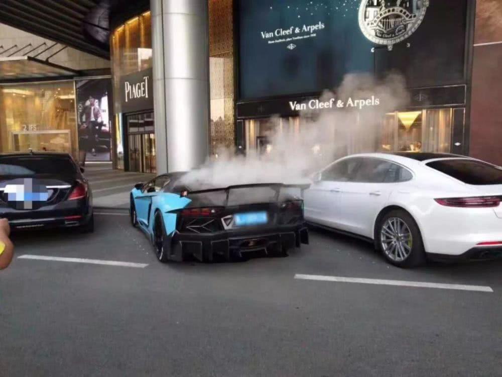 800万兰博基尼停着没动却自燃,网友:看来百万豪车也不靠谱!