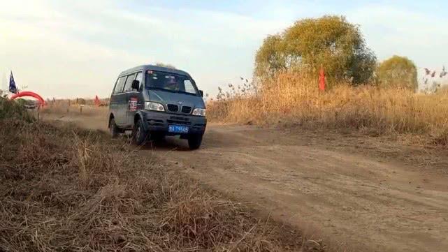 济南黄河越野场地赛50名选手角逐,美女司机首次参赛险中夺冠