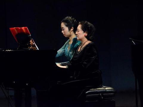 """""""中国钢琴作品李松师生音乐会""""用经典旋律歌颂祖国"""