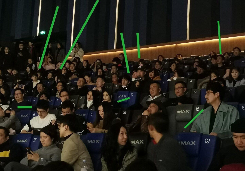 《南方车站的聚会》首映现场:胡歌牵吴京上台,刘昊然新发型抢镜
