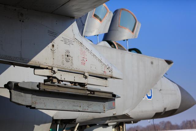 米格31战机空中突然开火,北极地面目标瞬间被摧毁,白宫:危险了