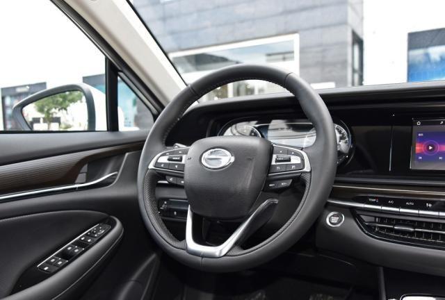 号称最省划算B级车,配18英寸轮圈,11万起A级车的价钱