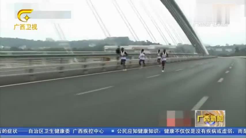 南宁:第十四届南宁国际马拉松比赛开跑