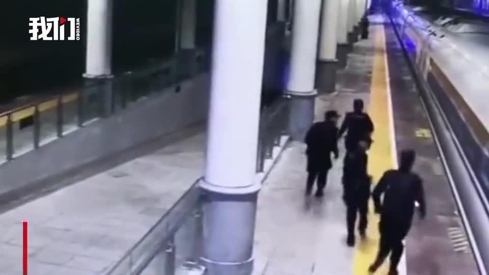 高铁仅停靠3分钟 民警登车30秒抓获3名嫌疑人