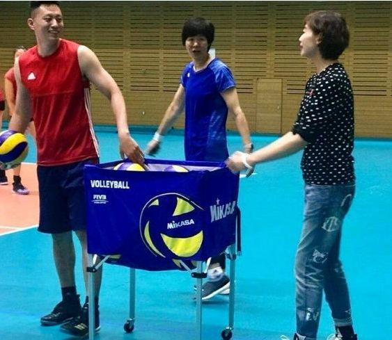 袁灵犀世俱杯上肩负两项重任,中国女排备战奥运怎能少得了他