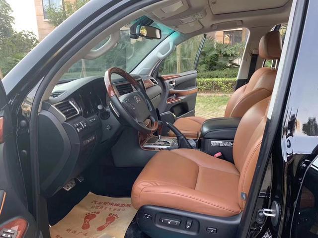 实拍这辆雷克萨斯LX仅售39万,外形成熟稳重,奢华舒适内部空间