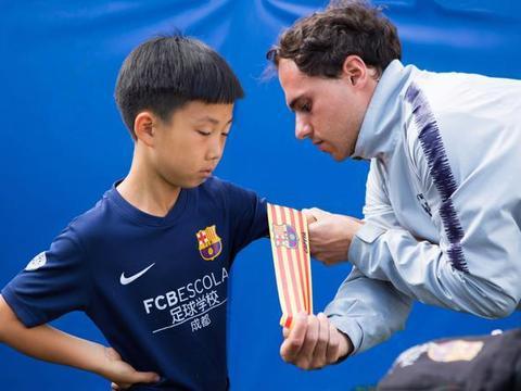 巴萨成都足球学院小球员高泽恩,入选莱万特国际足球计划