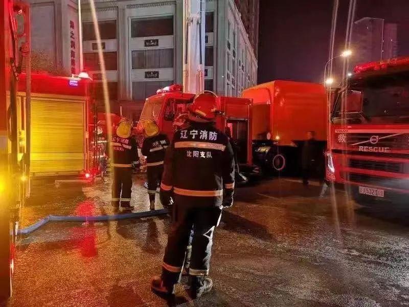 沈阳居民楼大火暂无人员伤亡,消防通道被堵导致初期未能控制火情