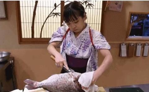 为什么日本寿司门店禁止招聘女厨师,得知原因,网友:干得漂亮