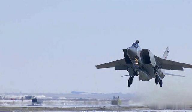 俄罗斯亮出高级武器,首次在北极测试,号称1小时可打遍全球