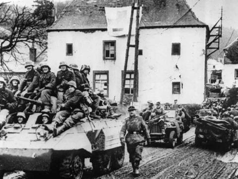 超人?30名士兵阻挡美军一个师两天:燃烧坦克残骸和尸体遍布雪地
