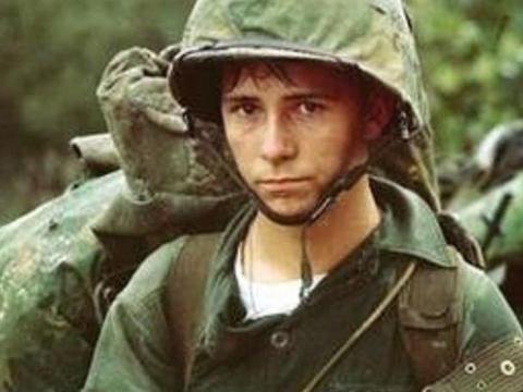 600美军开动员大会,遭越军火箭炮覆盖,炸死营长,70人非死即伤
