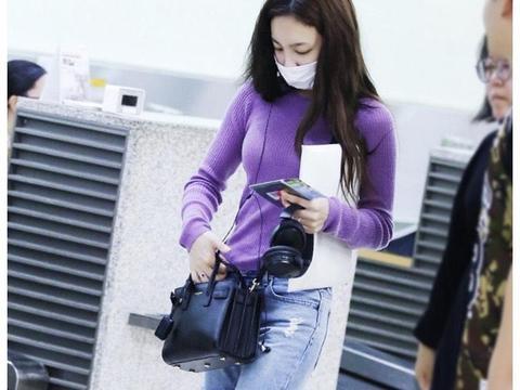 林娜琏真会穿,格子西服搭配阔腿裤走机场干练时髦,甜美青春活力
