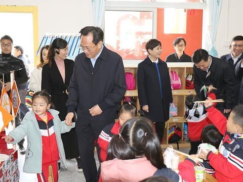 四川省教育厅一行到岳池县东湖幼儿园现场调研