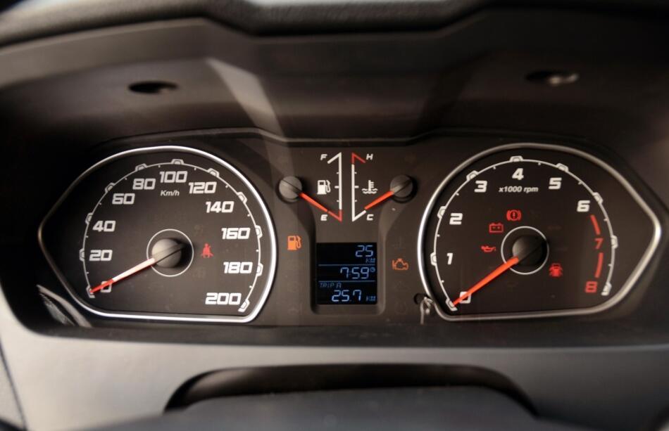 10万出头的国产硬派越野车,帕杰罗底盘+动力,性能与哈弗H9看齐