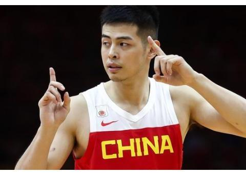 中国男篮再败暴露最大问题!方硕发挥糟糕,姚明场边脸色铁青