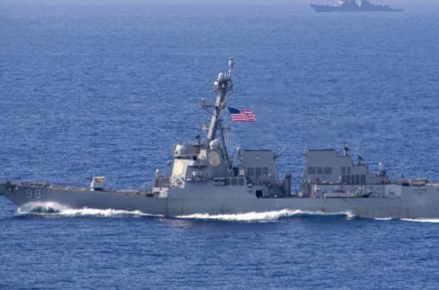 阿拉伯海北部,一艘货轮遭美国海军强行截停,并派军登船进行检查