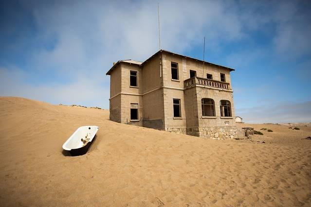 """非洲的楼兰古城,纳米比亚""""幽灵村镇"""",沙漠深处留下钻石豪宅"""