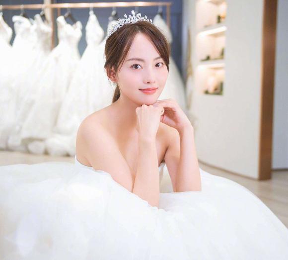 她4年生2胎却没办婚礼,看完综艺首秀后,两人才准备筹备婚礼